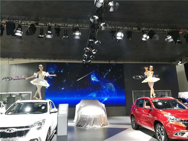 2017东盟国际车展车顶芭蕾舞